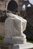 ROME, MARCH - 23: Ancient statue from Atrium Vestae in Forum Romanum, March 23, 2012 in Rome, Italy — 图库照片