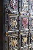 Puerta de la catedral gótica de vysehrad en praga — Foto de Stock