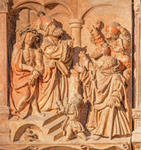 VIENNA, AUSTRIA - FEBRUARY 17, 2014: Medieval relief judgment of Jesus for Pilate from St. Stephens cathedral or Stephansdom. — Stock Photo