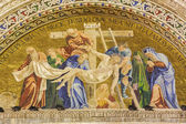 VENICE, ITALY - MARCH 11, 2014: Deposition of the Cross. Exterior mosaic from st. Mark cathedral. — Stockfoto