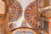 BOLOGNA, ITALY - MARCH 15, 2014: Ceiling and walls of entry to external atrium of Archiginnasio. — Foto de Stock