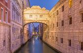 Venice - Ponte dei Sospiri in morning dusk — Stock Photo