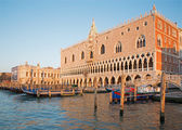 VENICE, ITALY - MARCH 12, 2014: Doge palace and and waterfront in morning light. — Stok fotoğraf