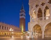 Venice - Doge palace and bell tower in morning dusk — Stock Photo