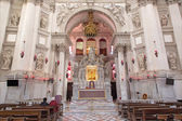 "VENICE, ITALY - MARCH 13, 2014: Main altar of church Santa Maria della Salute designed by Baldassare Longhena in 17. cent. with the ""Madonna the mediator"" icon. — Stock Photo"