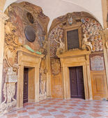 BOLOGNA, ITALY - MARCH 15, 2014: Portals from External atrium of Archiginnasio — Stock fotografie