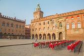 болонья, италия - 16 марта 2014 года: палаццо комунале и пьяцца маджоре площади в воскресенье утром. — Стоковое фото