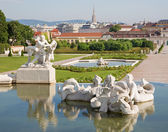 Vienna - fountain of Belvedere palace in morning and the town — Stock Photo