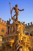 Bologna - Fontana di Nettuno or Neptune fountain on Piazza Maggiore square in dusk — Stock Photo