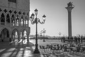 VENICE, ITALY - MARCH 12, 2014: Doge palace and Saint Mark square and column in morning light. — Stok fotoğraf