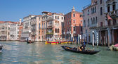 VENICE, ITALY - MARCH 13, 2014: Canal Grande and gondolier — Stock Photo