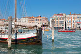 VENICE, ITALY - MARCH 13, 2014: Sailboat and Canal Grande. — Stock Photo