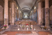 BOLOGNA, ITALY - MARCH 17, 2014: Interior corridor of old cemetery (certosa) by St. Girolamo church. — Стоковое фото