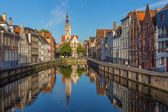 Brugge - Canal and Spigelrei and Spinolarei street with the Burghers lodge building in morning light. — Stock Photo