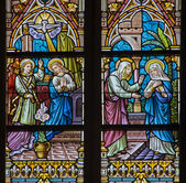 BRUGGE, BELGIUM - JUNE 12, 2014: The Annunciation and the Vistation to Elizabeth scene on the windwopane in st. Jacobs church (Jakobskerk). — Stock Photo
