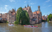 Brugge - View from the Rozenhoedkaai in Brugge with the Perez de Malvenda house and Belfort van Brugge in the background. — Stock Photo