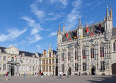 BRUGGE, BELGIUM - JUNE 13, 2014: The Burg square and facade of gothic town hall. — Stock Photo