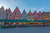 BRUGES, BELGIUM - JUNE 12, 2014: The houses of the Grote Markt square at dusk. — Stock Photo