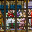 BRUSSELS, BELGIUM - JUNE 16, 2014: Stained glass window depicting Jesus and the twelve apostles on maundy thursday at the Last Supper in the cathedral of st. Michael and st. Gudula. — Stock Photo #48974115