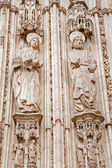 TOLEDO - MARCH 8: Apostle Peter and John from south gothic portal of Cathedral Primada Santa Maria de Toledo on March 8, 2013 in Toledo, Spain. — Foto Stock