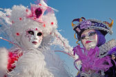 VENICE, ITALY - FEBRUARY 26, 2011: Pair in mask from carnival — Stock Photo