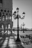 VENICE, ITALY - MARCH 12, 2014: Doge palace and Saint Mark square in morning light. — Stok fotoğraf