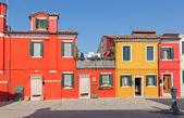 Benátky - barevné domy ostrova burano — Stock fotografie