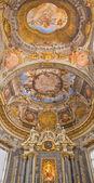 ボローニャ, イタリア - 2014 年 3 月 16 日: 天井フレスコ画とバロック様式の教会サン ドメニコ - で数珠のチャペルから祭壇サン アンジェロでドミニク ミケーレ コロンナ e アゴスティーノ mitelli (1655年-1657年). — ストック写真