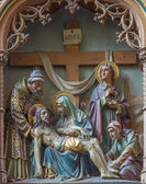 MECHELEN, BELGIUM - JUNE 14, 2014: Carved relief Pieta on new gothic side altar in church Our Lady across de Dyle. — Stockfoto