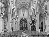 BRUSSELS, BELGIUM - JUNE 15, 2014: The nave of gothic church Notre Dame de la Chapelle. — Stock Photo