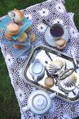 Время чая с булочками, джем и сливок — Стоковое фото