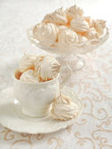 Meringue served in elegant style — Stock Photo