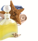 Shampoo, towels and decoration for the bathroom — Stock Photo