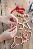 Making a pearl necklace — Stock Photo
