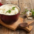 Mashed potatoes with baked garlic and fresh chopped parsley — Stockfoto #25141653