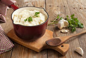Mashed potatoes with baked garlic and fresh chopped parsley — Stock Photo