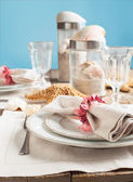Summer table setting decorated with starfish and sea shell — Stock Photo