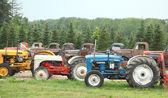 Zeer oude tractoren en auto 's — Stockfoto