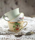 Antique tea cups and spoons — Stock Photo