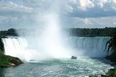 Niagara Falls with tourist boat — Stock Photo