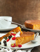 Slices of carrot cake with whipped cream and berry — Stock Photo