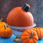 Fresh Pumpkins on wooden background. — Stock Photo #32486095