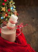 Hot chocolate with peppermint candies coated marshmallows — Stock Photo
