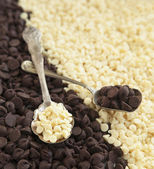 White and dark chocolate chips background. Baking ingredient — Stock Photo
