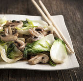 Stir fried bok choy with mushrooms — Stock Photo