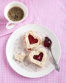 Heart shape sandwich with strawberry jam on a plate — Стоковое фото