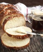 Freshly baked sweet braided bread loaf — Stock Photo