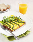Omelet with green asparagus — Stock Photo