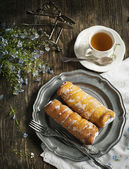 Deep-fried pastry filled with cream — Stock Photo