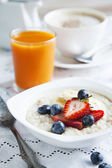 Healthy breakfast with Oatmeal and Berries — Stock Photo